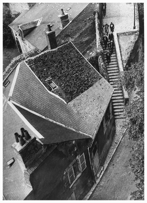 André Kertész Steps of Touraine, 1930 Thanks to undr