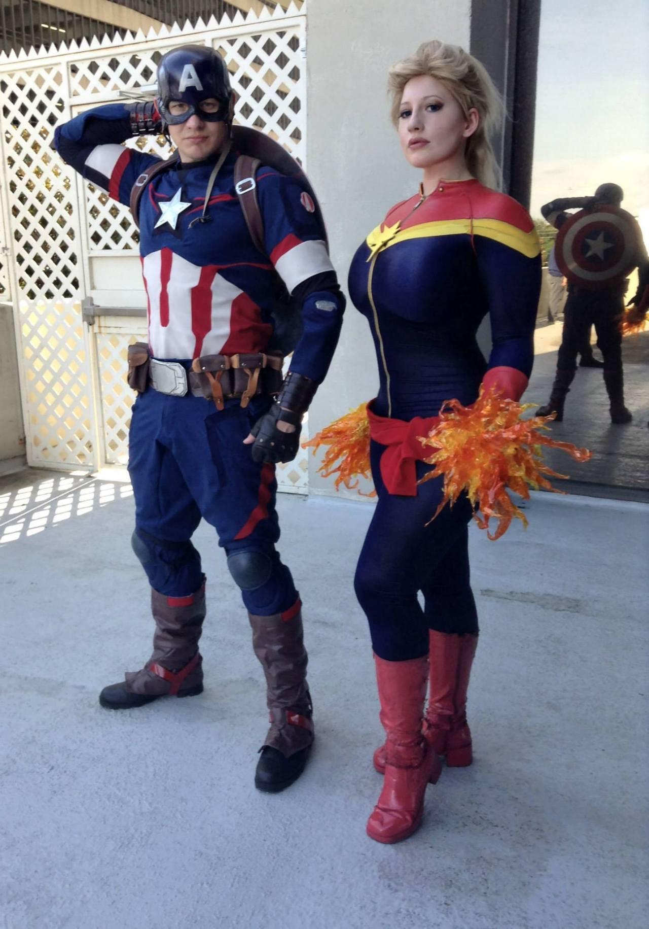 Captain America&Captain Marvel Michael Cox asCaptain America BelleChere as Captain Marvel Cosplayerdeviantart/facebook/tumblr