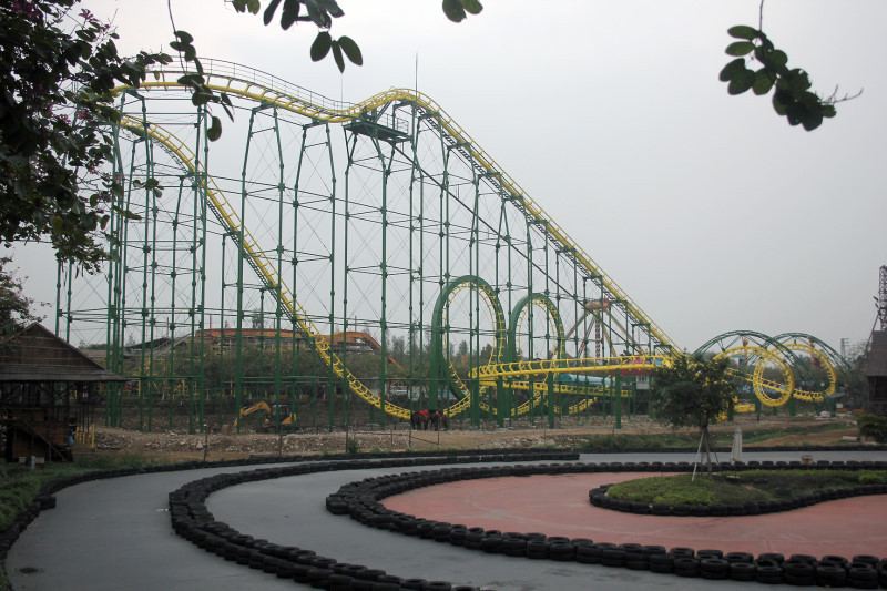 Four Ring Roller Coaster @ Chuanlord Holiday Manor