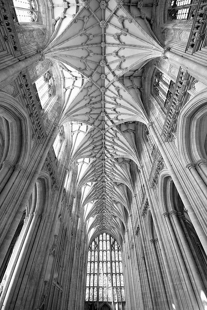 n-architektur:  Winchester nave by Stringendo
