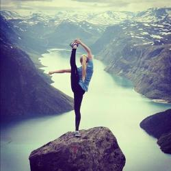 minervamartinez:  Gimnasia♥ | via Facebook on We Heart It - http://weheartit.com/entry/62119345/via/mtzminerva   Hearted from: http://www.facebook.com/photo.php?fbid=473297432764123&set=a.473297342764132.1073741866.212433622183840&type=3&theater