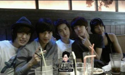 old pic spam end w/ the exo alien kind of frdship ciao exo saranghaja