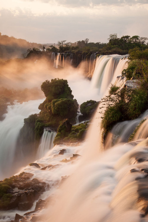 -vvaste:  Iguazu Sunrise Argentina (by www.waddingtonphoto.com)