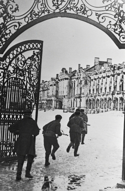 Soviet soldiers fight on the grounds of Catherine Palace. Pushkin District, Leningrad, 1944. Boris Kudoyarov