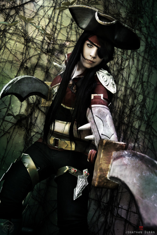 arubacrazyworld:  My costume of Katarina (Bilgewater) League of Legends Photo and edit by Florencia Sofen Muir (Jillian)