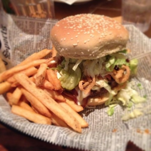 Bring on the food #burger #food #fries #foxandhound #restaurant #yumm #tasty #yummy instagirl