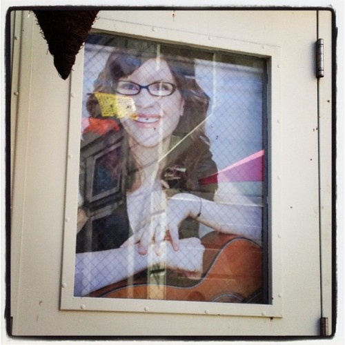 Why the fuck does Lisa Loeb gotta be watching me eat tacos? (at Sol Y Luna Taqueria)