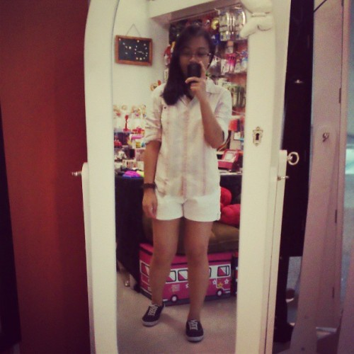 #whites #stripes #ootd. # asian #mixedasian #filipina #proudtobepinoy (at Glorietta 5)