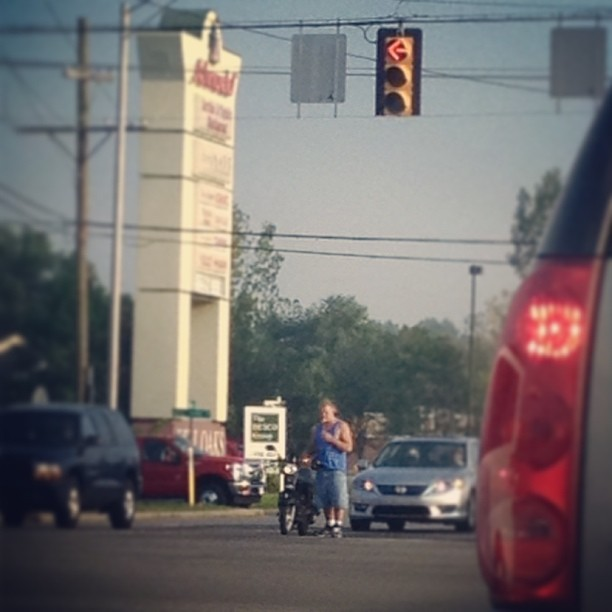 Red light? Oh.. Let me hop off my scooter and take a smoke break. #loser, #idiot, #moped, #smokebreak @annerszz_92