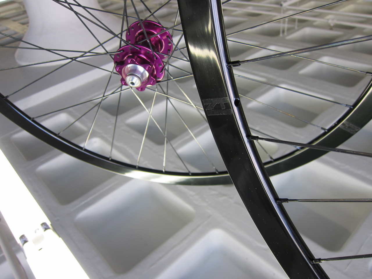 luxewheelworks:  Luxe Wheelworks Color Line Destination : Firefly Bicycles : Boston, MA - Justin Spinelli
