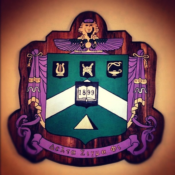 citylimitslifestyle:  Wooden crest in the house. #deltasig #alabama