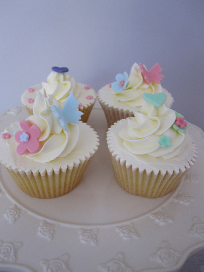 Something girly… by B&BsCupcakeCo (Jen & Sarah) on Flickr.