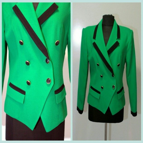 Make them green with envy! This blazer is super chic, fits a large to xl and is ONLY $18! BUY IT AT BellaVintageBetties.etsy.com (at bellavintagebetties.etsy.com)