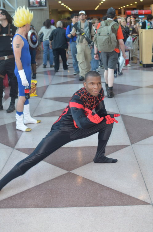 nomalez:  Cosplay Spider-man: Miles Morales meets Peter Parker The cosplayers: Rip Redwood (Ultimate Spider-man/Miles Morales):http://ripredwood.deviantart.com/ Aaron Rivin (Spider-Man/Peter Parker): http://arivin923.deviantart.com/http://buckybird.tumblr.com/ My links (follow me):SPIDER-MAN / MARVEL COMICS / COSPLAY . New Tumblr to follow: www.popcomics.fr
