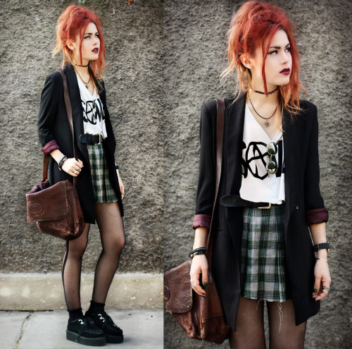 lookbookdotnu:  Saved by the Bell. (by Lua P)