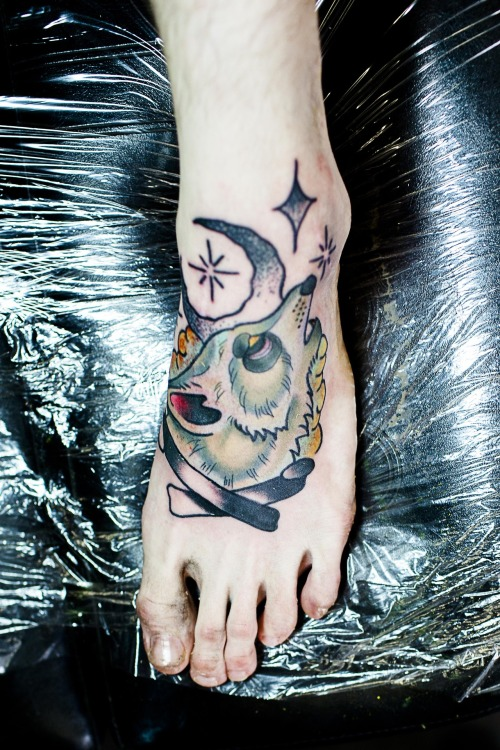 fuckyeahtattoos:  This is a Neo Traditional Wolf done by Matty Higgins in Minot, North Dakota. (US)Shop: 2D InkHis Facebook / Photos of his other work: https://www.facebook.com/matty.2D.INK/photos?collection_token=1739942184%3A2305272732%3A6Thank you:)