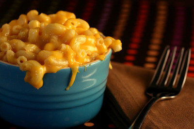 noms-galore:  in-my-mouth:  Mac and Cheese  I swear I can see that piece of cheese falling off, moving.