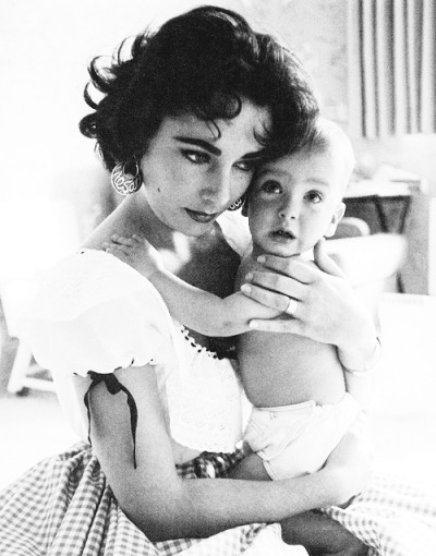 theniftyfifties:  Elizabeth Taylor holding son Christopher Wilding, 1956