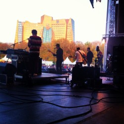 Work today. Show 10. Liberation Festival.   Feels like Auditorium Shores. #dearmisslonelyhearts @matthewcsblack demanded his own riser. Such a dick.   (at Stadspark Groningen)