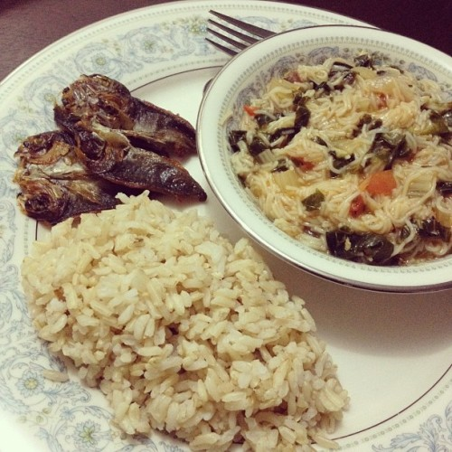 Misua + dangit + brown rice = party in my tummy! Thanks for dinner mommy!