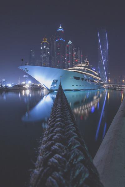 worldfam0us:  Dubai Living | WF