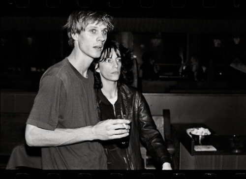 zombiesenelghetto:  Tom Verlaine and Patti Smith, photo by Anton Perich, Max's Kansas City, circa 1970 via