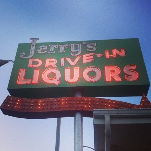ajcolores:  Fir all you drunk driversssssss (at Jerry's Drive-In Liquors)