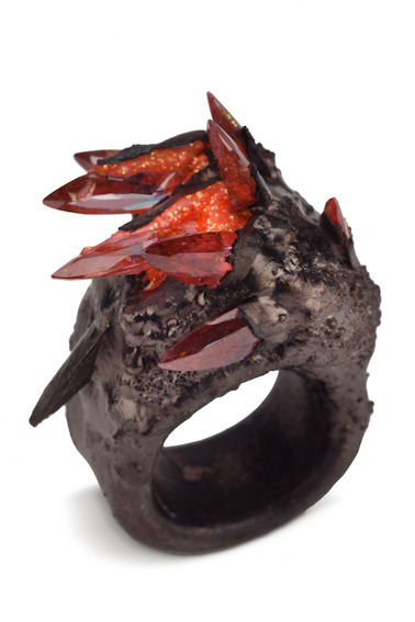 Ring of a Red Priest  Maud Traon