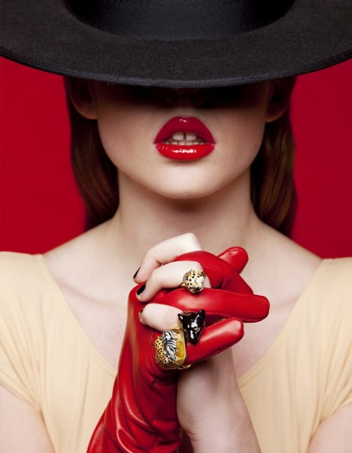 lulufrost:  BAUBLE OF THE DAY Be my Valentine   Red lips