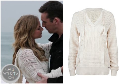 Emily Thorne (Emily Van Camp) wears this white crochet knit pullover hooded sweater while on the beach with Aiden, in this week's episode of Revenge.It is the Rip Curl Seafarer Sweater.  Sadly sold out.