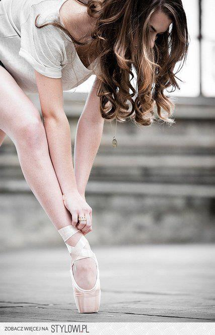 godilovehim:  Ballet | via Facebook on We Heart It - http://weheartit.com/entry/57528028/via/len_infinity28 Hearted from: http://www.facebook.com/photo.php?fbid=4803648004732&set=a.1974987409985.2098359.1102075378&type=3&theater