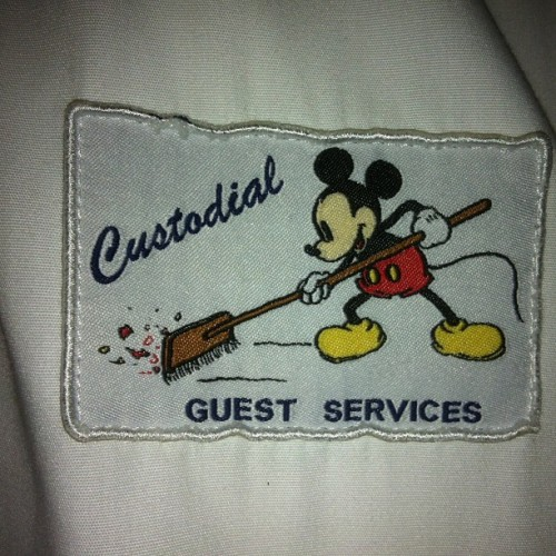 Cool patch. Love this style of Mickey.