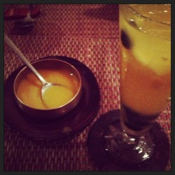 Pumpkin porridge and #organic white #sangria. A beautiful lunch with mama bear.  (at Hangawi)