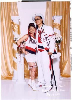 In my next life I will go to prom like this.  This will be my dream date standing next to me.