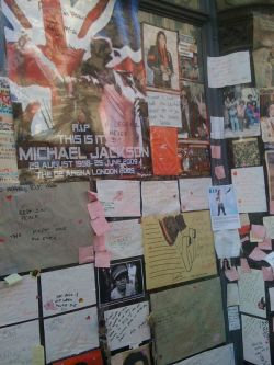 MJ tribute at Picadilly Circus, London, UK.