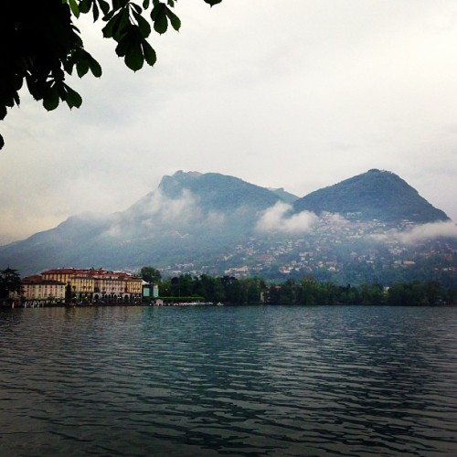 Rainy day in beautiful Lugano. Good morning friends! 😀 (at Via Nassa)