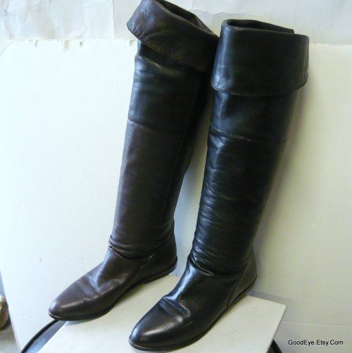 Enzo… So Sleek for Slouch…..vintage flat leather boots…sz5.5