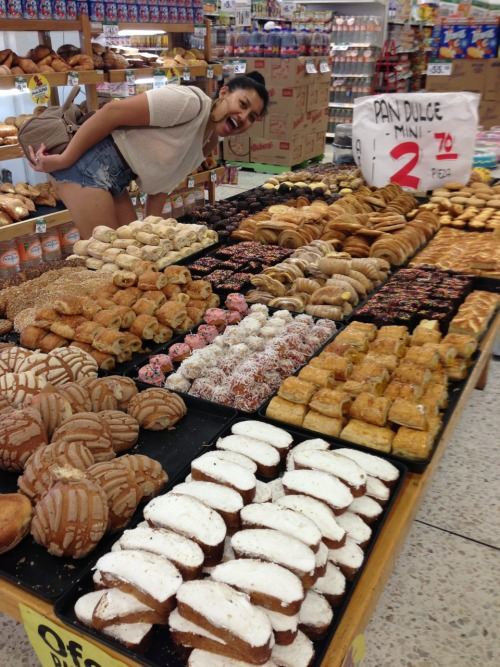 justlikemiel:  fishandgrits:  Mexican grocery store  WHEN I DIE, BURY ME INSIDE THE PANADERIA STORE (TRUUU)