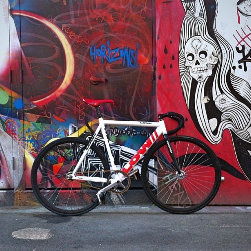 lifesleftover:  You'll never go wrong with a street art/graffiti backdrop. #streetart #trackbike #fixedgear #lowsf  Never been a fan of aluminum frames that much, but I really love these Low frames. They are handbuilt in SF and fucking amazing.