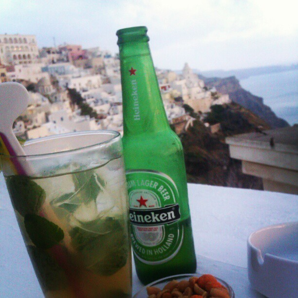 #fira #santorini  #greece #vacation  #mojito #heineken #francosbar #caldera #sea