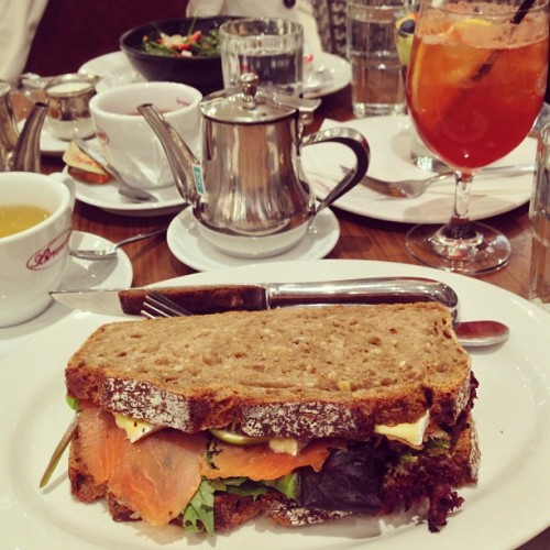 Afternoon sandwiches with @apairandaspare and @studded_hearts 😋 (at Brunetti Lygon Street Court)