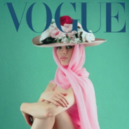 #vogue #fashion #hat #bighat #flowers #floral #style #glamour #scarf #headscarf #voguemagazine #voguecover #magazine #model #pretty #girl #instadaily