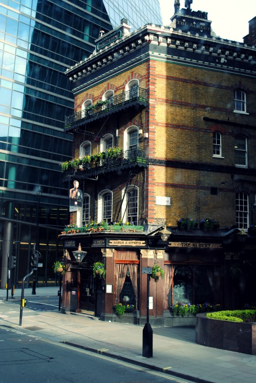 nehalennia:  The Albert Pub, Victoria St., London.