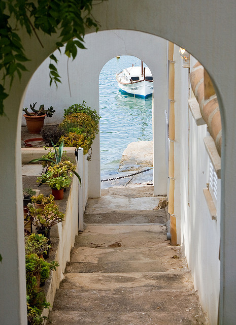 visitheworld:  Steps to the sea in Cala D'Or, Mallorca Island, Spain (by deVos).