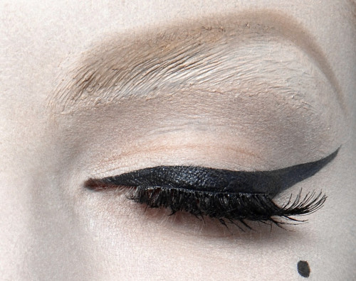 wink-smile-pout:  Make-up at Christian Dior Haute Couture Spring 2010