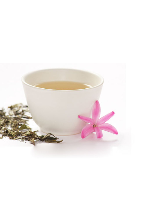 """White Tea is made from the young bud of the tea plant, which is when the leaves are at their most potent. The leaves are then dried naturally, helping to preserve their natural properties. As such, white tea is incredibly high in polyphenols, antioxidants used to fight off free radicals in the body and catechins, another group of antioxidants which have been found to reduce cholesterol in the body."""