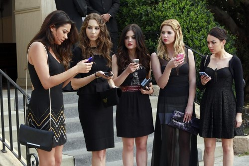 Text all your friends! We're 4 weeks away from the summer premiere of Pretty Little Liars! Plus we're only 3 weeks away from our recap special, A LiArs Guide to Rosewood!