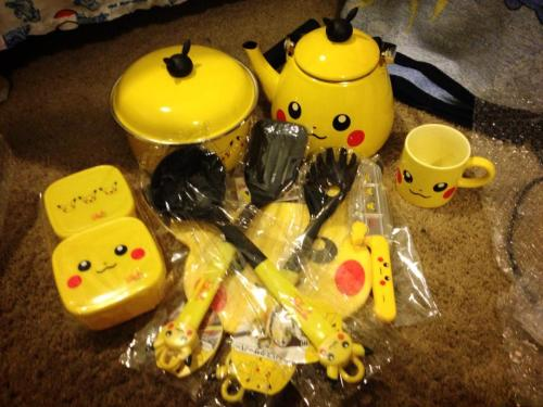 shy-town:  PIKACHU COOKING SET GIVEAWAY!~ Okay so I got two of these sets and I have no use for the other one so I thought I should do a tumblr giveaway. This set is kinda rare and cost a lot of money. So this is kinda a life time chance here people. The set in the picture is mine the set the winner will get is still fresh in the box. Also I will be shipping internationally. <3 Rules: You MUST be following me. You can reblog as many times as you want. The set includes: Pot Kettle Cutting broad Cooking utensils Tupperware Pikachu mug Good luck everyone!~