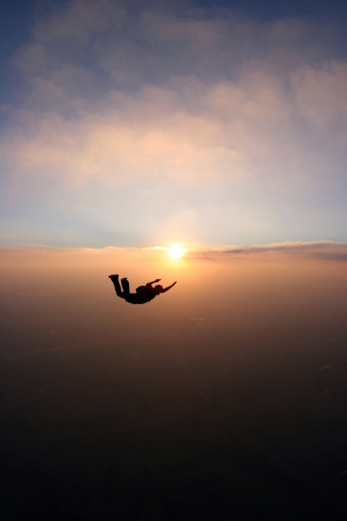 pdi:  Skydive Sunset(by Rick Neves)