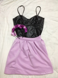 My new lilac skirt, leather bralette and DIY floral headband. Can't wait to wear them out!